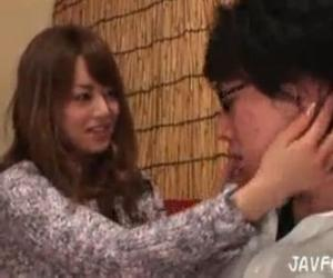 吉沢明歩がファンの男性と淫語をささやきながらガチンコセックス