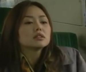 ヘンリー塚本 バスでレズの女性が股間を押し付けて来たので持っていたローターで攻めまくる 夏海エリカ