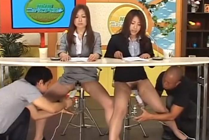 机の下でクンニや電マでマンコ責めをされたりハメられながらニュースを読む女子アナたち