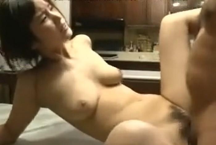 【ヘンリー塚本】夫の出張中に義父と密会し濃厚セックスを繰り返す人妻 木島すみれ